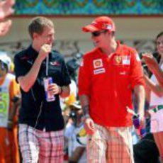 Vettel y Raikkonen se divierten en el GP de Europa 2008