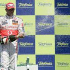 Hamilton celebra el segundo puesto