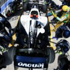 Rosberg hace una parada