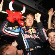 Vettel con el toro rojo