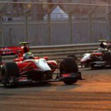 Di Grassi rueda delante de Bruno Senna