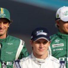 Los pilotos de Lotus en la foto oficial