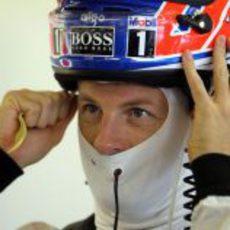 Button se coloca el casco