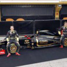 Kubica y Petrov posan junto al R31