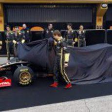 Kubica y Petros destapan el nuevo Lotus Renault GP R31