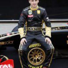 Robert Kubica sentado en el R31