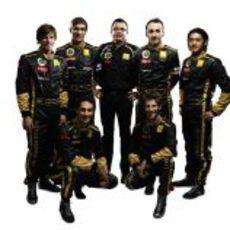 Eric Boullier con sus seis pilotos de 2011