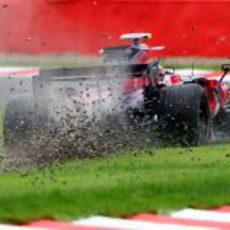 Vettel se sale de la pista