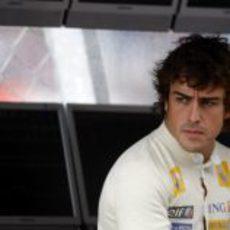 Alonso en el muro
