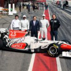 Los Carabante, Kolles, los dos pilotos y el F111