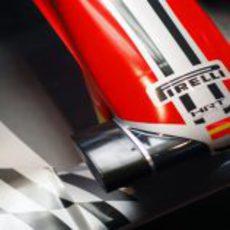 La bandera de España también luce en el morro del coche