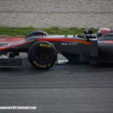 Vitantonio Liuzzi rueda con el HRT en Montmeló