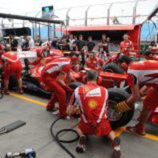 Ferrari ya ensaya los 'pit-stops' en Australia
