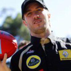 Nick Heidfeld posa a su llegada a Australia