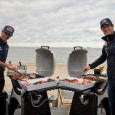 Webber y Ricciardo preparan una barbacoa