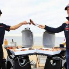 Ricciardo y Webber poniéndose las botas