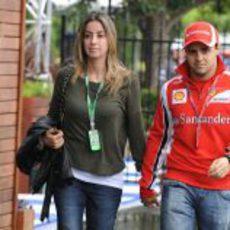 Felipe Massa llega a Albert Park acompañado de su mujer