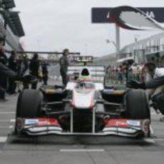 Sergio Pérez en el pit lane