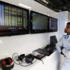 Karthikeyan mira resignado el monitor de tiempos
