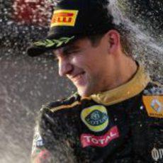 Vitaly Petrov en el podio del GP de Australia 2011