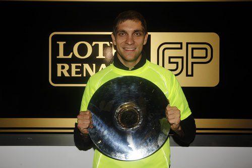 Primer trofeo para Petrov en la F1