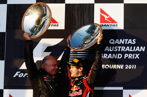 Red Bull logra la primera carrera