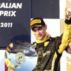 Petrov sube por primera vez al podio