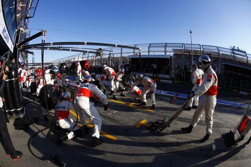 Jenson Button entra a boxes