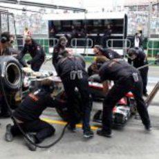 'Pit stop' para Lewis Hamilton