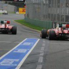 Los dos Ferrari a pista en Melbourne