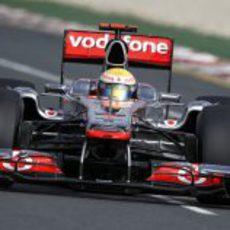 Lewis Hamilton en pista con el MP4-26