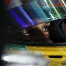 Lewis Hamilton con su casco puesto en Melbourne