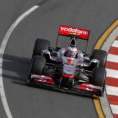 Button con el MP4-26 en Australia