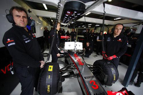 El McLaren número 3 en su box