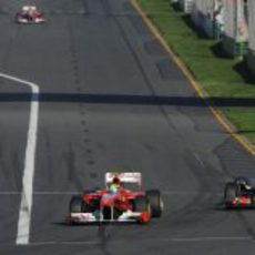Button persigue a Massa y Alonso adelanta a Rosberg al fondo