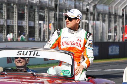 Adrian Sutil en la vuelta de presentación del GP de Australia 2011