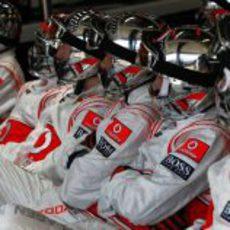 Los mecánicos de McLaren en Australia