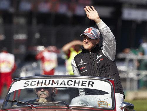 Schumacher saluda a los aficionados australianos