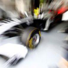 Neumáticos blandos en el coche de Pastor Maldonado