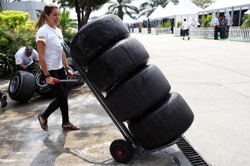 Nira Juanco, mecánico por un día