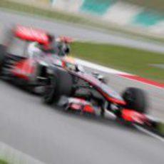 Hamilton en Sepang buscando la 'pole'