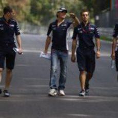Rosberg y sus ingenieros