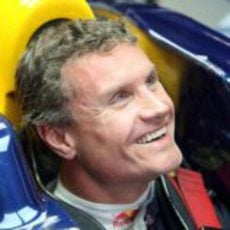 Coulthard animado con sus ingenieros