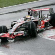 Hamilton apura el circuito