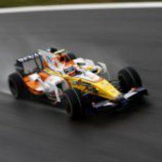 Nelsinho sobre el asfalto mojado de Monza