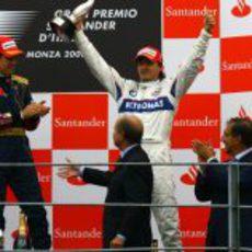 Kubica con el trofeo de Monza