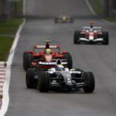 Massa presiona a Rosberg