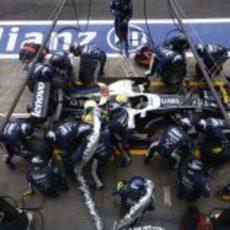 Parada en boxes de Rosberg