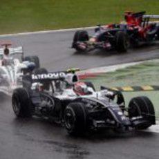 Nakajima rueda delante de Button