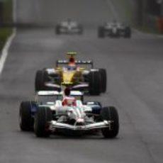 Barrichello presionado por Nelsinho